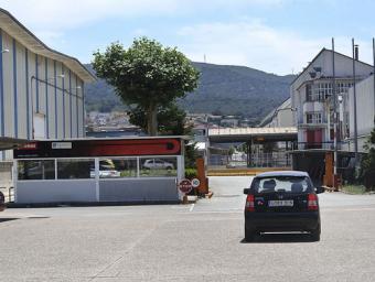 L'entrada de l'antiga fàbrica de Derbi al polígon industrial de Martorelles. L'empresa va tancar definitivament fa un any Ramon Ferrandis
