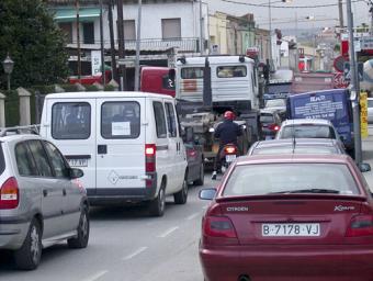 Per la travessia de la B-500 passen cada dia uns 15.000 vehicles. L'Ajuntament reclama a la Generalitat que busqui un traçat alternatiu