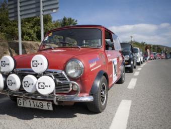 Cotxes participants en la primera trobada de Minis clàssics Cedida