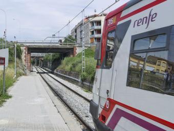 JORDI PUIG Imatge d'arxiu d'un tren de la línia R3 al seu pas