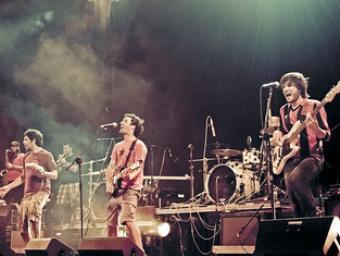 El grup Txarango actuant en un concert a Lleida JOAN GONZÀLEZ GILI
