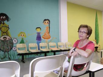 Mercè Riera al nou espai, equip amb jocs per als infants, que servirà perquè les famílies esperin el seu torn Griselda Escrigas
