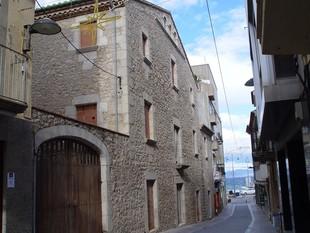 Una vista de la façana de l'Alfolí de la Sal. /  ROBERT CARMONA