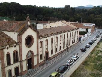El convent tancat des de fa anys està situat al costat dels jutjats, al centre del poble. E.F