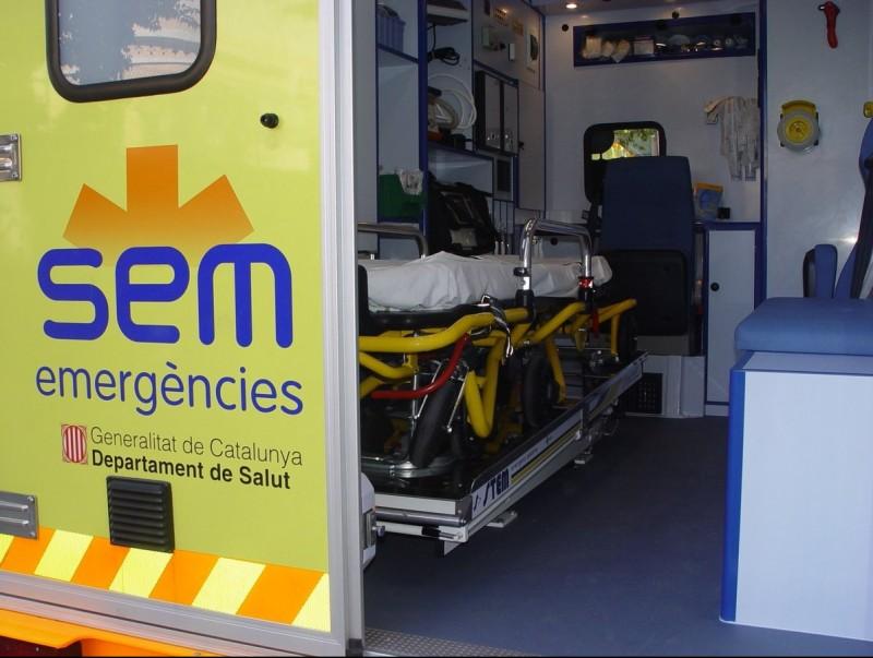Interior d'una de les ambulàncies medicalitzades del SEM, un servei que podria perillar a l'Alt Maresme. EL PUNT