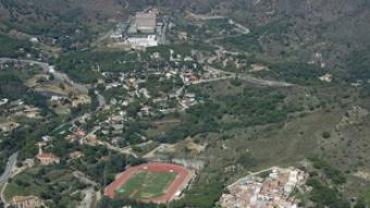 Vista aèria del barri de Canyet, bona part del qual forma part de la Serralada de Marina.