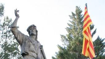 L'escultura pública dedicada a Pere Joan Barceló 'Carrasclet' ARXIU