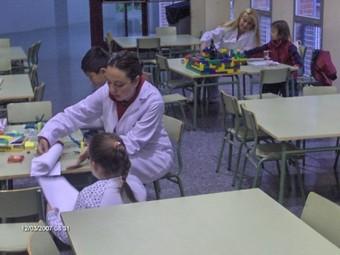 Les monitores atenen l'escola matinera als centres establerts. /  ARXIU