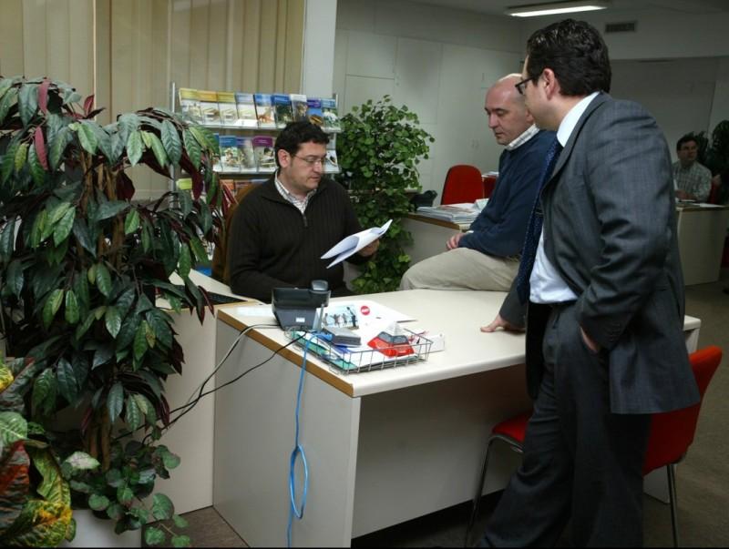 Els experts recomanen que l'intercanvi entre empleat i direcció ha de ser constant.  ARXIU