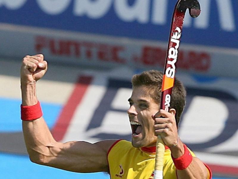 Pol Amat celebra, en una imatge d'arxiu, el gol que va donar el triomf a Espanya en l'europeu del 2005. EFE