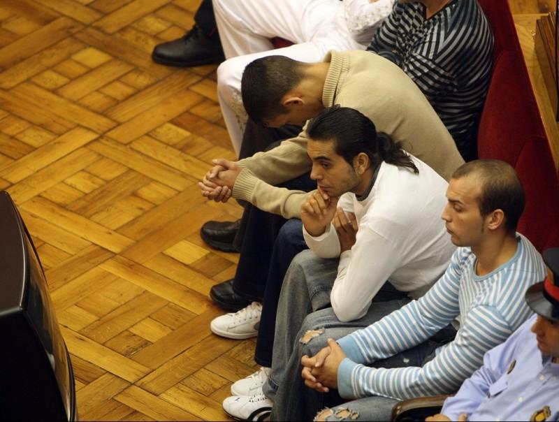 Part dels acusats per la mort d'Isanta, davant el tribunal ORIOL DURAN