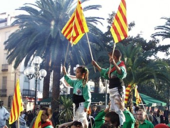 L'associació Aire Nou i els seus Castellers del Riberal, actius en la defensa de la catalanitat A,R,