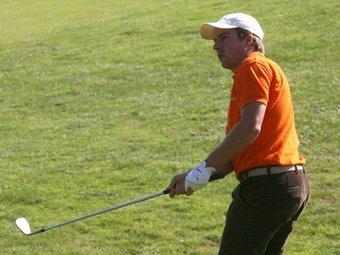Pol Bech, fent un «aproach» en torneig estatal.  EL 9