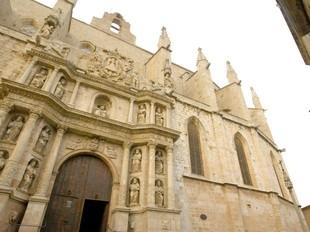 Els llibres sacramentals de l'església de Santa Maria de Montblanc que es conserven pertanyen al s. XVIII. J.F