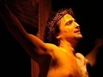 Jesucrist en la creu, un dels moments més emotius de la representació.