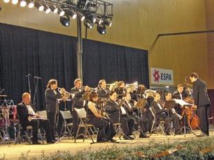 La cobla orquestra Selvatana en un concert a Banyoles.  RAMON ESTEBAN