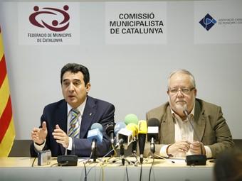 La clau, el finançament local. L'1 d'agost del 2008 els presidents de la Federació de Municipis de Catalunya (FMC), Manuel Bustos, i el de l'Associació Catalana de Municipis (ACM), Salvador Esteve, van protagonitzar un acte públic per reclamar una reforma del finançament local que els ajuntaments fa 30 anys que esperen. La resposta del govern espanyol ha estat ajornar-la fins, com a mínim el 2011. Tots dos presidents alerten que la situació és tant greu que els municipis estan a un pas del col·lapse econòmic. EL PUNT