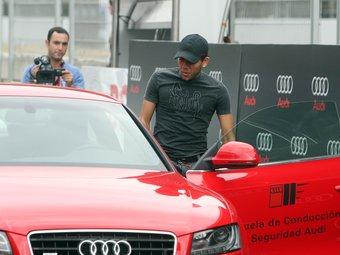 Els jugadors van estrenar cotxe al circuit de Castellolí.  EL 9