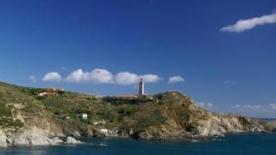 Far al Cap Biarra, a la Costa Vermella. EL PUNT