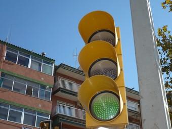 Semàfor amb tecnologia led a un carrer de la geografia valenciana. /  ARXIU