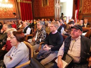 Els plens són públics; la difusió de tot el seu contingut, no.