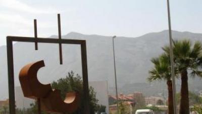 Imatge de l'escultura bastida en honor al general Basset. ARXIU