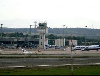 Els habitatges tenien dret a demanar l'aïllament acústic per el projecte d'ampliació de l'aeroport de Girona. MANEL LLADÓ