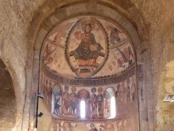L'interior de la col·legiata de Santa Maria, al conjunt Castell de Mur. Les pintures originals són a Boston. D.M