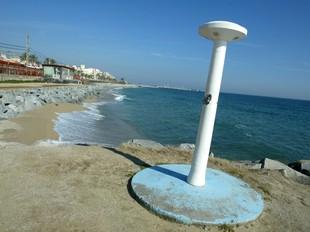 El Ministeri de Medi Ambient diu ara que farà la regeneració de la platja de Premià. Q.P