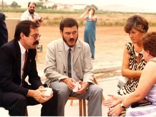 L'alcalde, el 1985, amb el president de la Diputació, Antoni Dalmau.  AJUNTAMENT