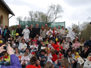 Prop de 300 persones van participar ahir a la Festa de les Cigonyes de Flix.  EL PUNT