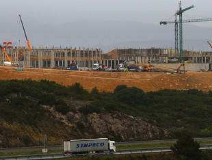 Una imatge de les obres de la presó de Figueres, que s'ha d'inaugurar l'any 2010, segons les previsions de la Generalitat.  LLUÍS SERRAT