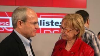 José Montilla i Maria Badia, ahir, al consell nacional del PSC. A la dreta, Núria Parlon, la candidata número tres dels socialistes catalans.  QUIM PUIG