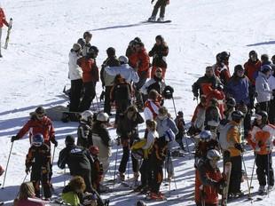 Esquiadors a l'estació de Boí-Taüll, que allargarà la temporada fins al 10 de maig. EFE
