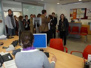 La consellera de Justícia va visitar l'Oficina de Participació de Cubelles, dimecres.  M.L