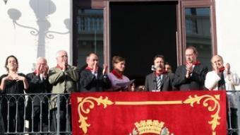 Imatge d'arxiu del darrer pregó de les Festes de Maig, al balcó de l'Ajuntament.  O.DURAN