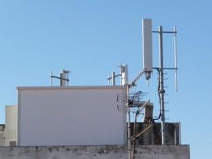 Una de les antenes de telefonia mòbil de les Roquetes.