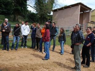 Barcelonins que faran de pastors. Aquesta setmana s'ha posat en marxa a Gavet de la Conca l'escola de Pagesos i Pastors del Pallars Sobirà, la primera que existeix a Catalunya. Obre finalment amb 24 alumnes, d'entre 27 i 34 anys d'edat. Com ja va avançar a aquest diari (El Punt del 23 de març), la crisi està fent augmentar l'interès per l'ofici entre aturats de l'àrea metropolitana. El 19% provenen del Barcelonès, i la majoria, 36%, dels dos Pallars. MARTA LLUVICH (ACN)