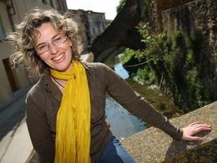Marta Payeró, retratada al rec del Molí al seu pas pel municipi de Verges. LLUÍS SERRAT