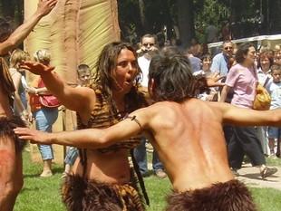 Un grup balla danses rituals en l'edició del 2007.  COVES DEL TOLL