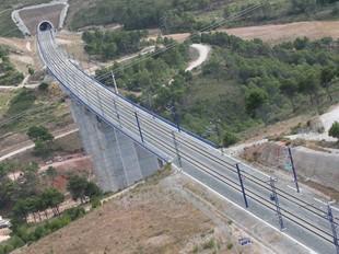 El CECCP creu que si s'haguessin destinat més recursos i atenció a la redacció del projecte dels túnels i el viaducte de la línia del TAV a Montblanc, ara no caldria reforçar-los.  JP.R