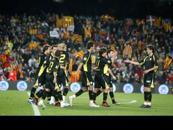 Imatges de partits de la selecció catalana. A sobre, celebració d'un dels gols contra Colòmbia, l'any 2008, a la part superior dreta contra el Brasil (2004), i a sota, contra la Xina (2002) EL 9
