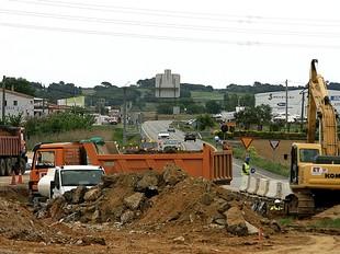 Una imatge de les obres del pont de Viladamat, ahir.  MANEL LLADÓ