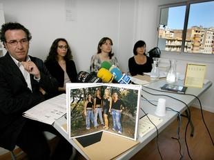 Gabriel Planella, Marta Dahó, Lluïsa Faxedas i Rosa Pera, ahir al Niu de la Rambla, presentant l'exposició.  MANEL LLADÓ