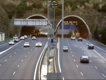 L'actual autopista C-32 al seu pas per Mataró, sumaria dos carrils més per cada sentit amb els nous laterals
