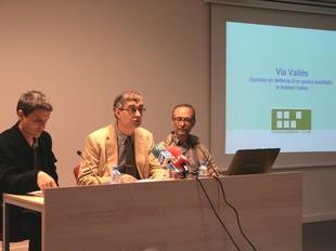 Saborido, al mig, flanquejat pel periodista Vicenç Relats i l'arquitecte Manel Larrosa.  E.A
