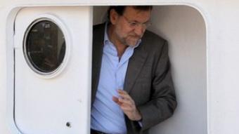 Rajoy dins d'un pesquer a Cambados, Pontevedra, en un acte de campanya. EFE