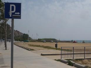 Entrada i sortida de l'aparcament, a l'esplanada de la façana marítima montgatina.  J.G.N