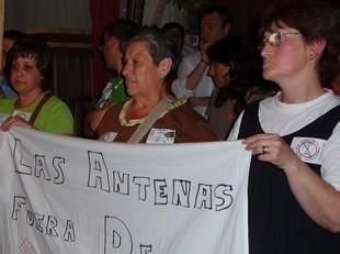 Ciutadans de les Roquetes van tornar a reivindicar que les antenes de telefonia mòbil estiguin fora del nucli urbà.  M.L