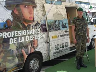 La unitat mòbil per informar i reclutar nous soldats i reservistes per l'exèrcit.  D.V